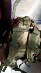 Vende-se mochila tática nova!