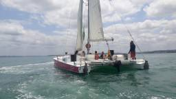 Título do anúncio: Passeios com Catamara Aratu 30 pés impecavel
