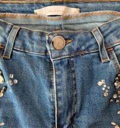 Calça jeans com pedraria