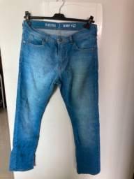 Calças jeans masculina novas e seminovas + camisa + bonés