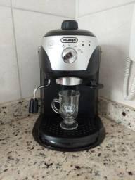 Cafeteira de café expresso e capuccino cremoso