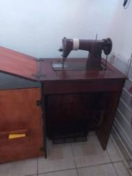 Vende-se uma maquina de costura