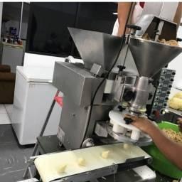 Maquina de fazer salgados da marca bralix duplo recheio