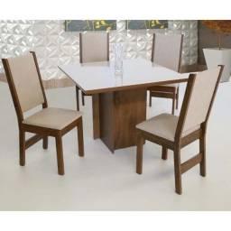 mesa Laíse com 4 cadeiras e tampo laqueado