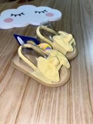 Sandália laço 6/12Meses rosa; amarela ou azul!