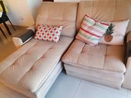 Mesa com 6 cadeiras e sofá retrátil