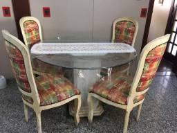 Mesa com 4 cadeira e pé de mármore maciço