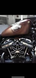 Vende-se essa linda Harley-Davidson.