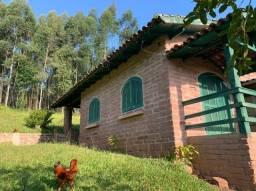 Chacrinha com Casa Colonial