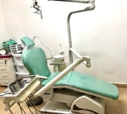 Vende-se Cadeira Odontológica, Compressores e Ar-condicionado.
