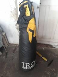 Saco de pancadas Tróia, acompanha luvas de bater saco e bandagem