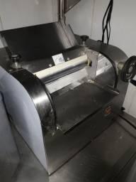 Cilindro industrial 220v semi novo 1.500 reais