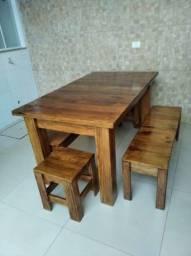 Jogo de mesa madeira com bancos