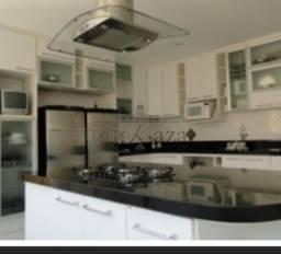 57443 Grega  - Casa / Padrão - Pinheirinho - Venda - Residencial