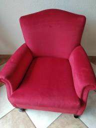 Poltrona com Almofada no assento solto