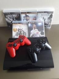 PlayStation 3 Slim com 2 controles e 5 jogos