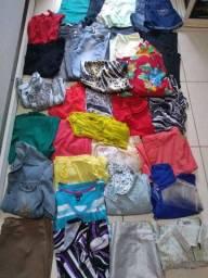 Lote de roupas feminino usada bem Conservada. Valor 100