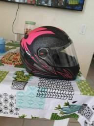 Capacete preto e rosa tamanho 58