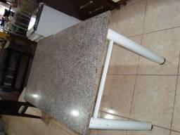 mesa grande pedra sem cadeiras