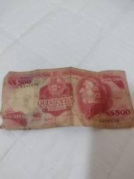 Uma cédula 500 nuevos pesos uruguayos