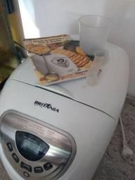 Máquina de fazer pão Britânia