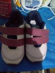 b35c27b9505 Dois sapato   a sandália usado 1 vez so os 3 por 140