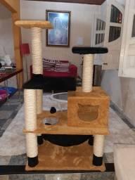 Torre para gatos com arranhador
