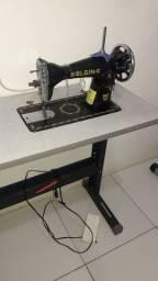 Maquina de costurar com mesa já funcionando perfeitamente