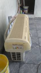 Ar condicionado 18000 BTUs.