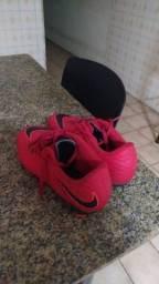Chuteira Da Nike com travas