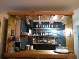Bar de Madeira para Bebidas e Taças