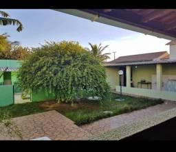 Vendo excelente casa 3 quartos no centro de Unamar