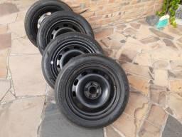 Um jogo de rodas e pneus aro  15