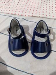 Vendo sandalha de bebê