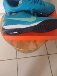 Vendo tênis futsal Nike número 40