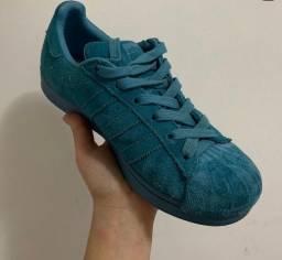 Adidas superstar camurça azul
