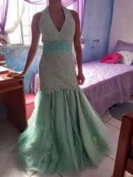 Belíssimo vestido, bordado com pedras