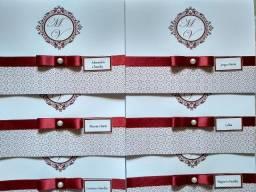 Convite de casamento confeccionado em papel a combinar