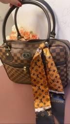 Bolsa LV com lenço