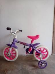 Bicicleta  e carrinho de passeio os dois pelo preço de um