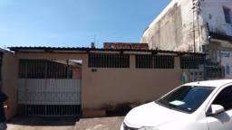 Casa no Adrianópolis.