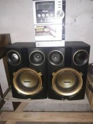 Vendo 2 caixa de som com amplificador Por 50 reais tô precisando urgente do dinheiro
