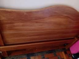 Cama de casal de madeira 400,00 reais