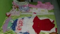 Lote de roupas de bebê menina de RN a 8 meses