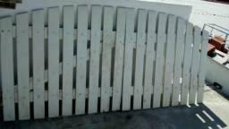 Vendo 2 portões de madeira
