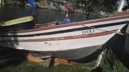 Vende-se belo barco com motor evinrude 30