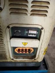Gerador Diesel Toyama 25KVA otimo estado com poucas horas de uso