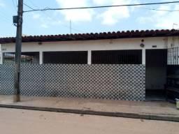 Vende-se esta casa, no São Raimundo.
