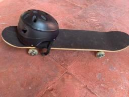 Vendo skate com capacete