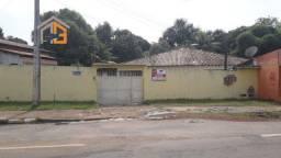 Aluga-se uma residência localizada no Bairro Pricumã